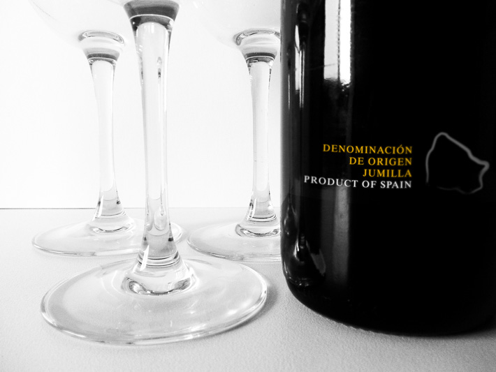 gumalla-wine-identity-proposal-bottle-03